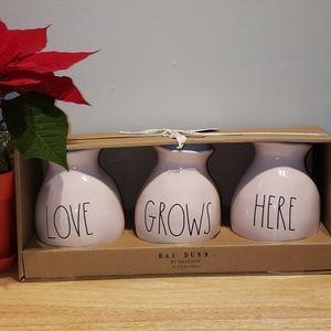 """Rae dunn """"Love GrowsHere"""" 3 Vase Set"""